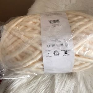 Indie white super bulky 87yds yarn